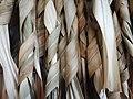 Futuna lissage des feuilles de Pandanus.jpg