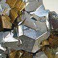 Galena-Quartz-Siderite-tuc1028c.jpg