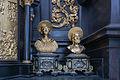 Garsten Pfarrkirche Altar Reliquiare links.jpg