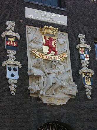 Legermuseum - Stone coat of arms on the Armamentarium (Oude Delft side)