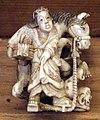 Giappone, periodo edo, netsuke (fermaglio per inroo), xix secolo, 001 donna con secchio e cavallo che investe un uomo.jpg