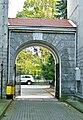 Grójecka 93 brama przy oficynie północnej.jpg