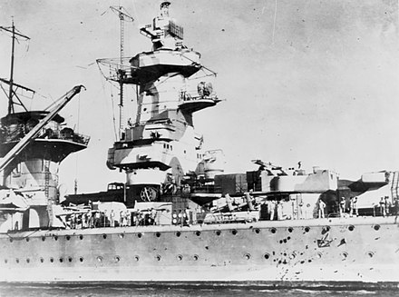 Admiral Graf Spee in Montevideo, with battle damage. Graf Spee Seetakt.jpg
