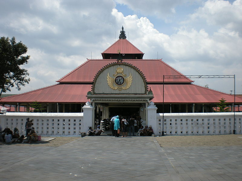 https://upload.wikimedia.org/wikipedia/commons/thumb/7/72/GrandMosqueYogya.JPG/800px-GrandMosqueYogya.JPG