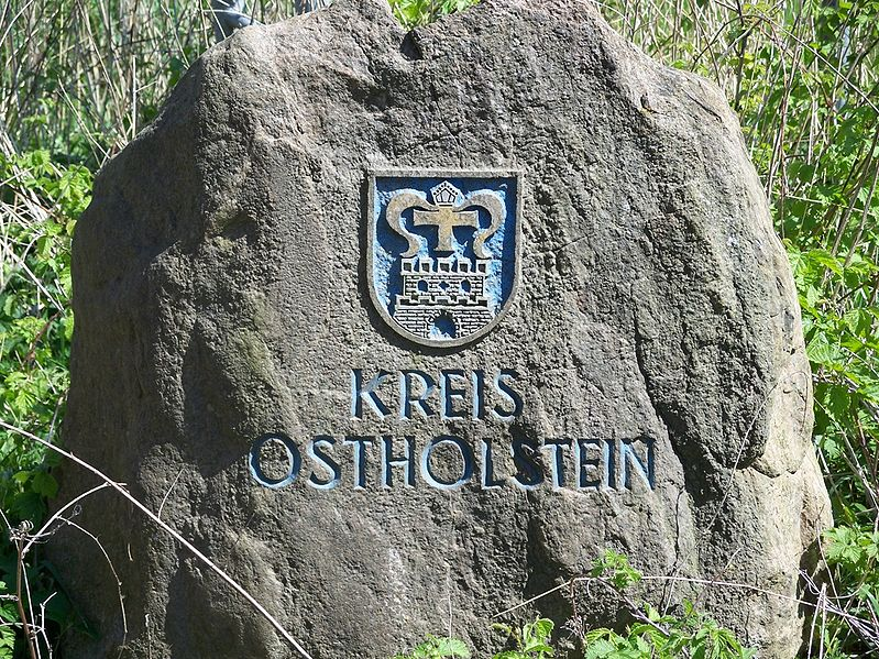 File:Grenzstein ostholstein.jpg