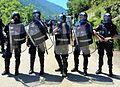 Gruppo quaternario in assetto completo da OP e lanciatore di artifizi lacrimogeni.JPG