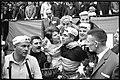 Guido Reybrouck met vrouw na aankomst Belgisch Kampioenschap 1966, Waregem, Marcel Anckaert (collectie KOERS. Museum van de Wielersport).jpg