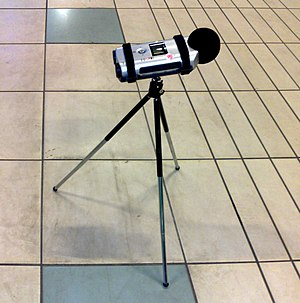 Zoom H4 Handy Recorder - Field recording with H4 on a simple tripod