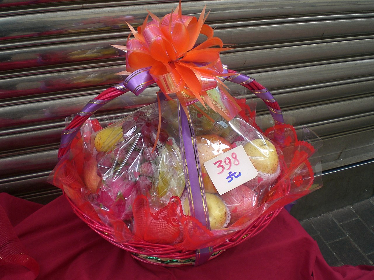 Filehk lunar new year fruit gift basketg wikimedia commons filehk lunar new year fruit gift basketg negle Gallery