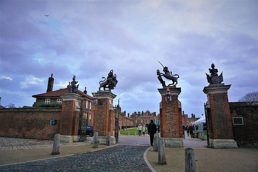 Hampton Court Palace - Virtual Tour