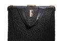 Handväska i svart knottrigt skinn med metallbygel. Tillhört Ellen Roosval-de Maré - Hallwylska museet - 89280.tif