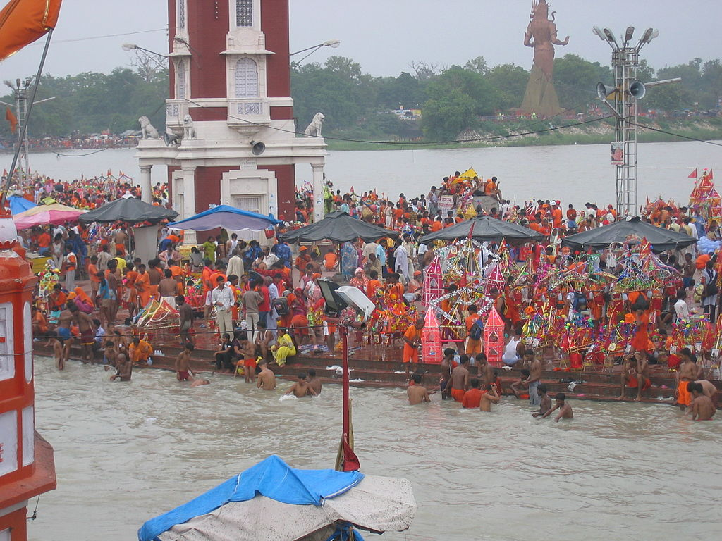 Har ki Pauri, thronged by Kanwarias, during the Kavad Mela, Haridwar. Image: Ekabhishek/CC BY-SA 2.0