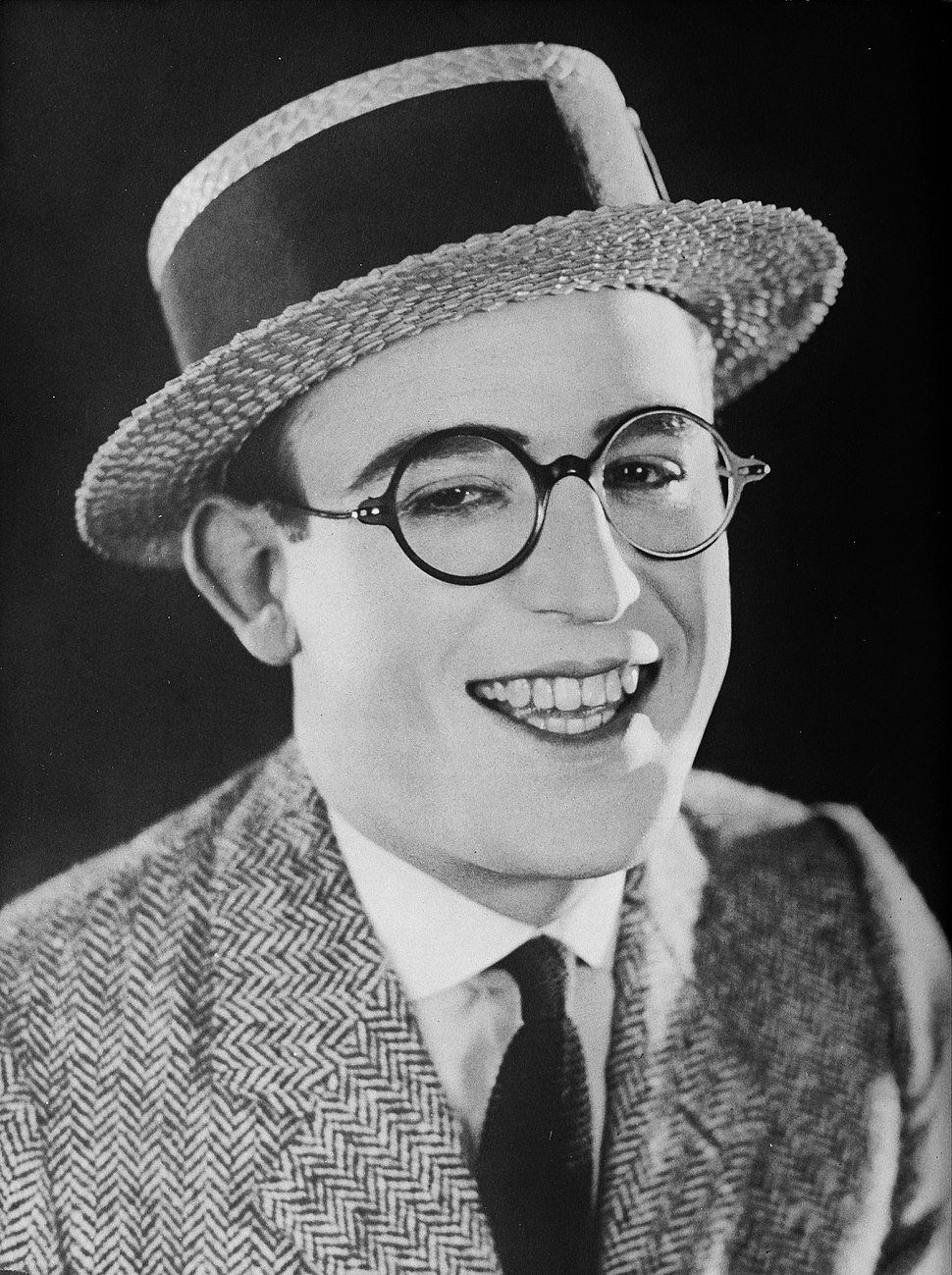 Harold Lloyd - A Pictorial History of the Silent Screen