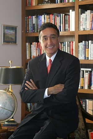 Henry Cisneros - Image: Henry Cisneros Library HIGHRES