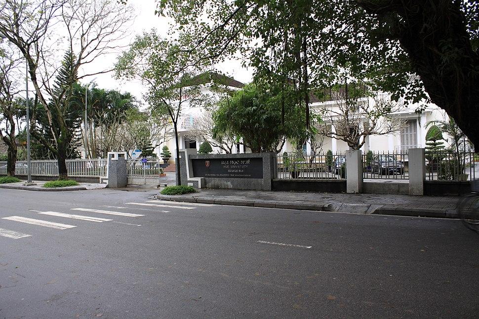 Huế University