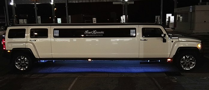 Hummer limousine 2017.jpg