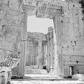 Ingangspoort van de Basilica in Baalbek, Bestanddeelnr 255-6499.jpg