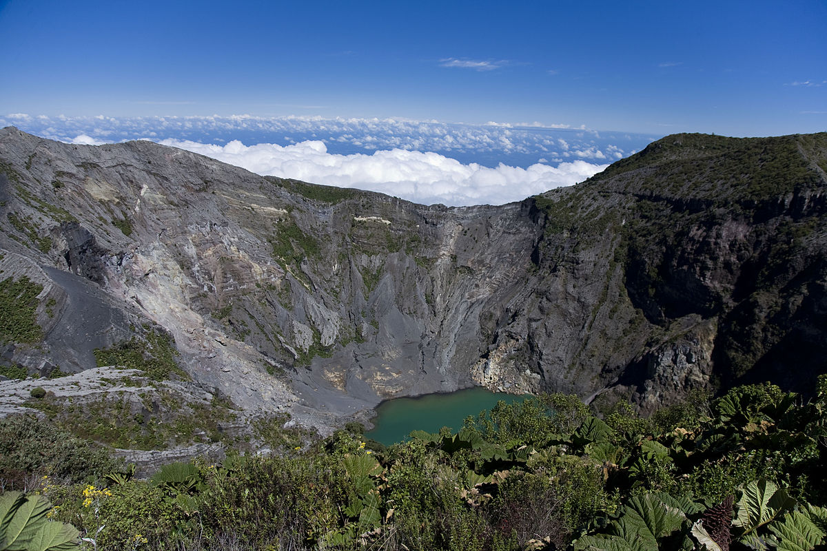 Irazú Volcano crater