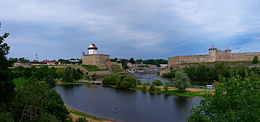 Ivangorod Fortress opposite the Narva Hermann Castle 2.jpg