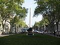 Jardins de Salvador Espriu con obelisco al fondo.JPG