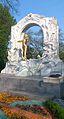Johann-Strauss-Sohn-Denkmal (Goldener Schani).jpg