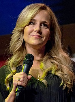 Julie Benz (26496282963).jpg