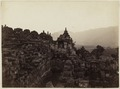 KITLV 40188 - Kassian Céphas - The fourth gallery with at the left the stupa terraces at Borobudur - Around 1890.tif