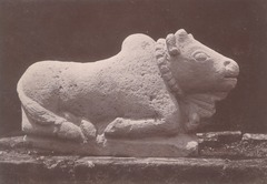 KITLV 87707 - Isidore van Kinsbergen - Sculpture of Nandi from the Dijeng plateau - Before 1900.tif