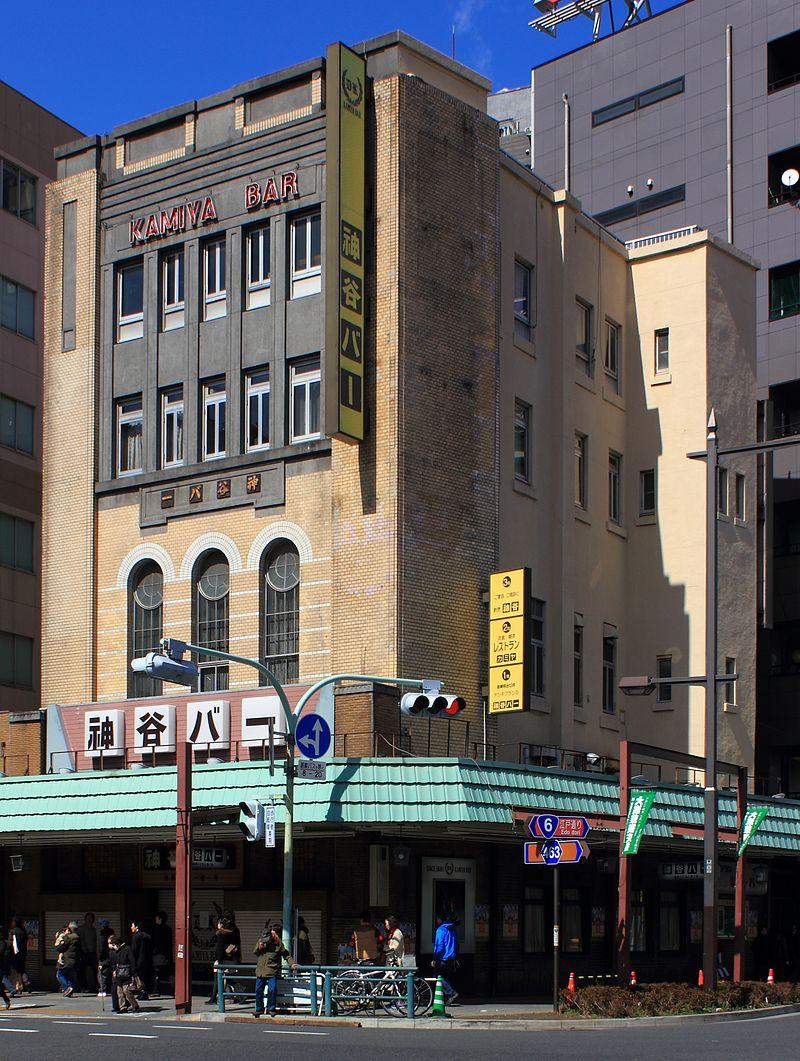 https://upload.wikimedia.org/wikipedia/commons/thumb/7/72/Kamiya_bar_at_Asakusa_Tokyo.JPG/800px-Kamiya_bar_at_Asakusa_Tokyo.JPG