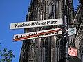 Kardinal-Höffner-Platz, Schilder.jpg