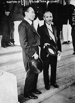 Kentarō Arai and Rentarō Mizuno.jpg