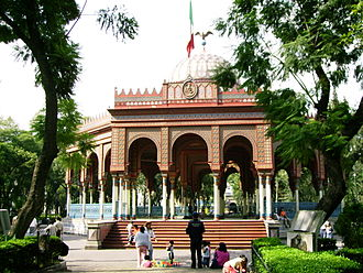 Colonia Santa María la Ribera - Alameda de Santa María la Ribera.  In the background lies the Morisco Kiosk