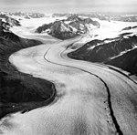 Knik Glacier, valley glacier with medial moraine, 1965 (GLACIERS 5025).jpg