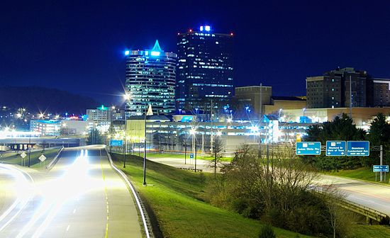 The James White Parkway connects I-40 with Downtown Knoxville. Knoxville-hall-of-fame-drive-tn1.jpg