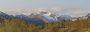 Kviturfjellet & Veikdalsisen, evening, 2011 June.jpg