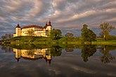Fil:Läckö Slott vid solnedgång.jpg