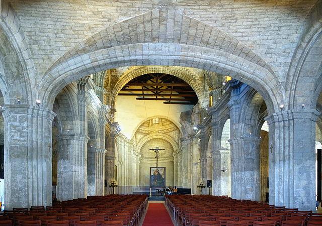 La nef de la Basilica Menor de San Francisco de Asis à La Havane.|Von Velvet (Own work) [CC BY-SA 4.0 (http://creativecommons.org/licenses/by-sa/4.0)], via Wikimedia Commons