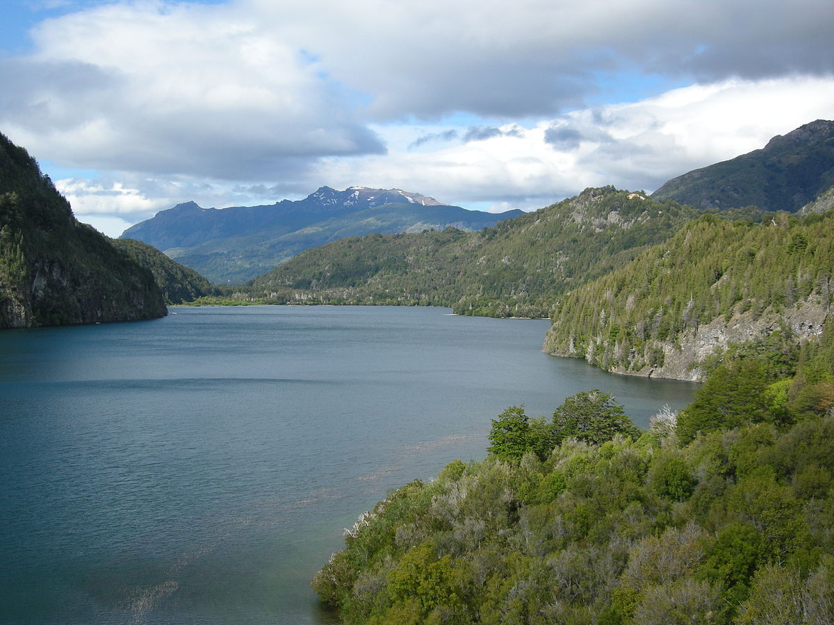 """Lago verde (Los Alerces National Park) 01"" by Gagea - Own work. Licensed under CC BY-SA 3.0 via Wikimedia Commons."