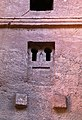 Lalibela, chiesa di bete medhane alem, esterno, finestre 08.jpg