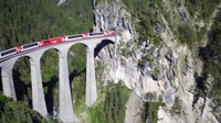 Файл:Landwasserviadukt, aerial video.webm