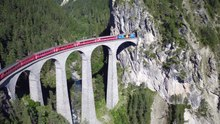 Datei:Landwasserviadukt, aerial video.webm