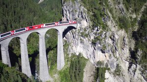File:Landwasserviadukt, aerial video.webm