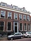 foto van Herenhuis met langgerekte gevel en rechte kroonlijst