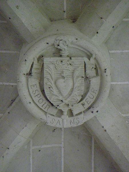 Église Saint-Martin de Le Pas (53). Clef de voûte Armes de Mgr Émile Bougaud, évêque de Laval..