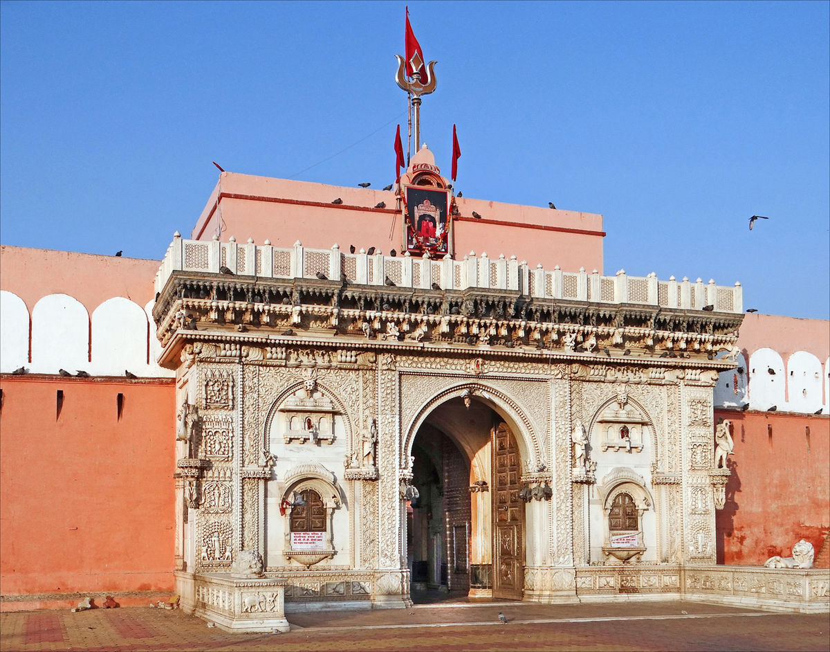 Indian temple Karni Mata, where live rats are worshiped