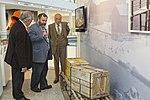 """Leal, Giles y Memolli en la inauguración de """"Argentina en Antártida"""" en el Museo Malvinas (21581802919).jpg"""