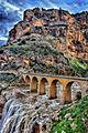 Les Gorges du Rhummel . Vue sur le pont des Chutes et le Mont Sidi M'Cid.jpg