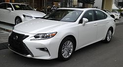 Lexus ES XV60 facelift 01 China 2016-04-16.jpg