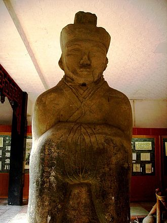 Society and culture of the Han dynasty - An Eastern-Han stone statue depicting Li Bing (fl. 3rd century BCE) in an official's cap and robe