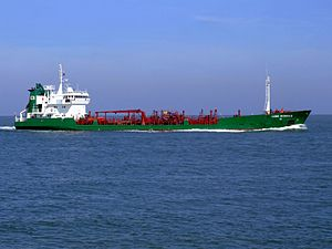Lone Wonsild p3 approaching Port of Rotterdam, Holland 08-Apr-2007.jpg